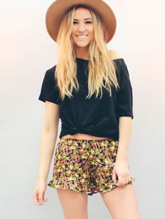 Black Floral Ruffle Shorts | LUXCLOTHING