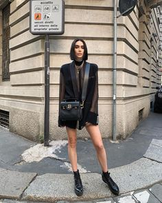 Wait: did Rosalía carry the new Balmain B-Buzz bag? And so did Kris Jenner and Kylie Jenner, and Brittany Xavier. Casual Fall Outfits, Chic Outfits, Fashion Outfits, Womens Fashion, Night Outfits, Trendy Outfits, Outfit Look, Edgy Chic, Pierre Balmain