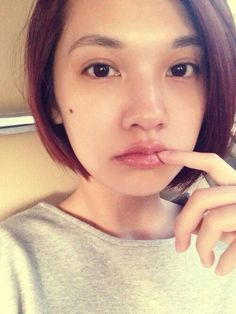 Rainie Yang uploads her self-taken photo without any cosmetic  Charmaine Sheh (佘詩曼) shows her beautiful photo and Taiwan has Rainie Yang (楊丞琳) showing too! Though Rainie will be turning to 30 years old in one month time and no longer called as young girl (Shao Nv), but she hasbeen maintaining her youthful look well and tends to share her photos (without make-up) on her blog at times.  This time, Rainie uploaded her self-taken photo clearly without any cosmetic and it shows her flawless skin…
