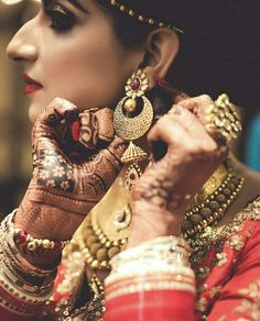 Wedding Wows, Wedding Shoot, Wedding Chura, Wedding Bride, Bridal Makeup Looks, Indian Bridal Makeup, Wedding Captions, Best Bride, Indian Wedding Outfits