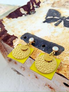 Yellow for the Planet earrings. Woman Fashion, Different Colors, Swarovski, Jewels, Yellow, Outfit, Earrings, Shopping, Women