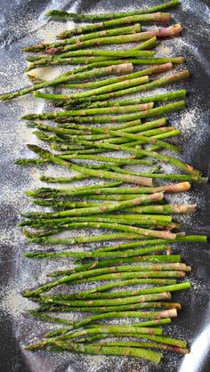 Easiest Way To Grill Asparagus.and how to make homemade gummy bears.this would be fun to make with Jill later? Grilled Asparagus, Asparagus Recipe, Grilled Vegetables, Fruits And Veggies, Traeger Recipes, Grilling Recipes, Cooking Recipes, Healthy Recipes, Healthy Food