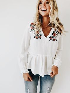 bestickte Bluse mit Blumen am V-Ausschnitt bestickt Ladies Tops - Buy from your huge collection of T Casual Outfits, Cute Outfits, Fashion Outfits, Womens Fashion, Fashion Trends, Fashion Ideas, Cheap Fashion, Fashion Guide, Latest Fashion