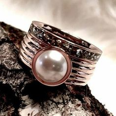 Początek dnia i tygodnia w stonowanych kolorach. @hippwoonenkado  #MelanO #melanopolska #melanojewelry #Biżuteria #nowości #pierścionek #Vivid #VERA #Oczko #mendy #white, #ring #piękno #trendy #moda #fashion #zabawa #kobieta #kolory #ty #colouryourmoment #melanocolours #colouredbyyou