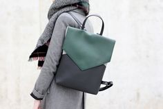 Minimal backpack - Black and green backpack - Vegan leather backpack - Faux leather backpack Leather Laptop Backpack, Laptop Tote, Black Backpack, Mochila Hipster, Vegan Leather, Leather Bag, Caber, Green Backpacks, Unisex