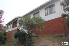 PROPERTY RAMSGATE - RAMSGATE House HIBISCUS COAST This consists of three very large bedrooms all with large BIC, two full bathrooms main en suite. All bedrooms have lovely sea views. Office or study with BIC and linen cupboards in the passage. Dining room and lounge each have doors leading onto the enclosed balconies both with lovely sea views.  R 950 000