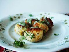 Vege Szamanka - kuchnia wegańska: Delikatne pulpeciki z kalafiora w sosie koperkowym