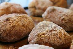 Recept: Världens enklaste och godaste nattjästa frukostbröd (eller frallor)