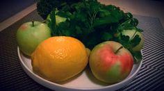 http://przepisynasoki.pl/sok-z-jarmuzu-jablek-cytryny-i-natki/ #koktajle #soki #koktajl #sok #jarmuż