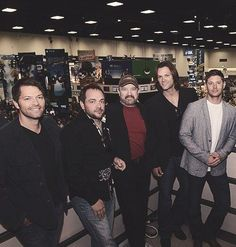 Hunks... i have a comment for all the guys... but I'm going to Keep it to myself. Aaahhhh all my favorite guys in the world. Lol