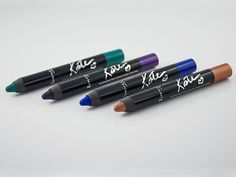 Gamme Scandaleyes by Kate Moss (Rimmel London) - Crayon jumbo ombre à paupières #blog #beaute #maquillage #makeup #yeux #crayon #jumbo #ombre #paupieres #rosegold #deepamethyst #electricsapphire #pureturquoise #scandaleyes #bykate #rimmel #rimmellondon #revue #test #avis #swatch #swatches http://mamzelleboom.com/2015/01/15/nouveautes-maquillage-yeux-eyeliner-eye-liner-gel-crayon-ombre-paupieres-jumbo-mascara-scandaleyes-by-kate-moss-rimmel-london/