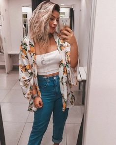 Look with kimono- Mom jeans, cropped top and printed kimono. Cool Outfits, Casual Outfits, Fashion Outfits, Womens Fashion, Kimono Outfit, Kimono Top, Tumblr Outfits, Street Style, Harajuku Fashion