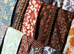 Colorful Indonesian traditional batik textiles - Visit http://asiaexpatguides.com to make the most of your experience in Indonesia!