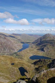 Cwm Idwal, Llyn (lake) Ogwen centre picture, and the Ogwen Valley, Snowdonia, North Wales. Roman Roads, Retirement Planning, Retirement Funny, Early Retirement, Snowdonia, Anglesey, Irish Sea, British Countryside, North Wales