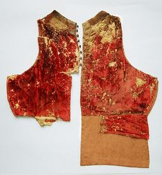 PANDOLFO III Malatesta (1370-1427) Fano, Civic Museums.  Doublet silk velvet crimson long-haired, two-part front and two rear, fully padded, the padding is held between two layers of linen.