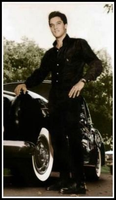 Elvis at Graceland, Black Rolls Royce. King Elvis Presley, Graceland Elvis, Elvis And Priscilla, Priscilla Presley, Most Beautiful Man, Gorgeous Men, Rock And Roll, Elvis Presley Pictures, Young Elvis