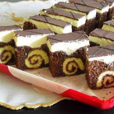 Roláda v zákusku - Recepty, Torty od mamy. Hungarian Desserts, Hungarian Recipes, Sweets Recipes, Cookie Recipes, Chocolate Slice, Czech Recipes, Traditional Cakes, Cake Bars, Sweet Cakes