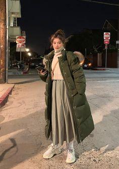 Dear John Crop Turtleneck Knit Sweater - I know you wanna kiss me. Thank you for visiting CHUU. Korean Winter Outfits, Korean Fashion Winter, Korean Girl Fashion, Korean Street Fashion, Muslim Fashion, Korean Outfits, Mode Outfits, Asian Fashion, Modest Fashion