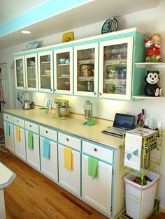 Lovely vintage-styled kitchen. Love the colors.