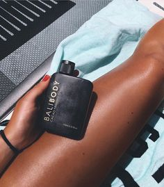 """""""Holiday vibes w/ sun-kissed skin"""" For babes needing an instant tan, shop our… Natural Tanning Oil, Tan People, Fake Tan, Summer Glow, Tan Skin, Summer Aesthetic, Tan Lines, Skin Care, Sun Tanning"""
