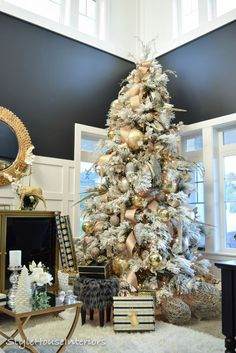 When it comes to decorating, my favourite part is the TREE. I love to create a beautiful Christmas tree. Here is the Ultimate christmas tree Inspiration! Rose Gold Christmas Decorations, Frosted Christmas Tree, Beautiful Christmas Trees, Christmas Mantels, Christmas Tree Themes, Noel Christmas, All Things Christmas, Holiday Decor, White Christmas