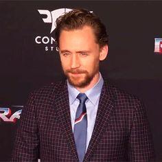 Tom Hiddleston at the Thor Ragnarok premiere in LA (10.1017). Video: https://m.weibo.cn/status/4161809722283684