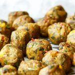 Chiftele de Post, din Ciuperci și Legume (Rețetă) | La Taifas Yummy Recipes, Keto, Albondigas, Home Food, Baked Potato, Sprouts, Potatoes, Baking, Vegetables