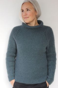 Arctic pattern by Susie Haumann : The pattern is available in both Danish and English. Jumper Knitting Pattern, Knitting Patterns Free, Knit Patterns, Free Knitting, Diy Pullover, Knit Fashion, Fashion Women, Style Fashion, Fashion Design