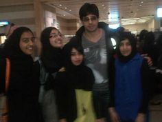 Sidharth Malhotra spotted with fans