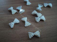 Fundita metalica perlute albe Pret: 1 leu/buc Dimensiuni: 10x6mm