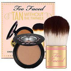 Kit bronze, da Too Faced: pó bronzeador totalmente fosco para um acabamento matte. Já vem com o pincel Kabuki que, por sinal, é uma maciez só. Indicado para ser usado durante o dia. Quanto: US$ 15,00