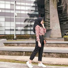 Modelling - Another! Modern Hijab Fashion, Hijab Fashion Inspiration, Muslim Fashion, Ootd Fashion, Fashion Outfits, Casual Hijab Outfit, Ootd Hijab, Hijab Chic, Hijab Dress