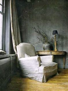 blue room - white-slip-covered-chair-gray-blue-interior-design-decorating-french-room-home-eclectic-ideas-side-table-console Style At Home, Interior And Exterior, Interior Design, Gray Interior, Grey Houses, Slipcovers For Chairs, Wabi Sabi, Home Fashion, Interior Inspiration