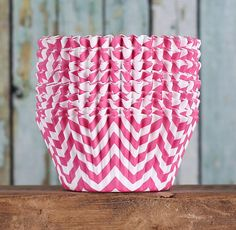 BakeBright™ pink cupcake liners in chevron print are high quality greaseproof baking cups where the colors stay bright after baking, even with darker cakes. Use for celebration cupcakes as well as eve