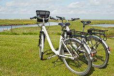 Entdecken und Entspannen: Per Fahrrad über Hallig Langeness… einfach mal die schöne Hallig-Landschaft erkunden! #radtour #urlaub #nordsee #fahrrad #hallig