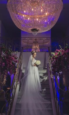 Noiva | Bride | Vestido | Dress | Vestido de noiva | Wedding dress | Bride's dress | Inesquecivel Casamento | Vestido clássico | Véu | Véu de noiva | Grinalda | White dress | Vestido luxuoso