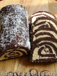 Biscuit roulade with cream of coconut: For 2 Sheets: 500 g Pettit beurre biscuits 400 ml milk 50 g cocoa tablespoons of sugar -cream: 1 packet of butter 100 g grated coconut 200 g powdered sugar vanilla Romanian Desserts, Romanian Food, Romanian Recipes, Waffle Cake, Gordon Ramsay, Keto, Cheesecakes, Sweet Treats, Food And Drink
