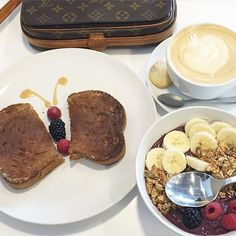 www.theladybag.com Easy like a Sunday morning ☕️ #theladybaglv #louisvuitton #louisvuittonbag #breakfast #sunday #style #fashion #instafashion #instastyle #blogger #louisvuittonforsale #vintagebag #louisvuittoniso #funday #nomnomnom