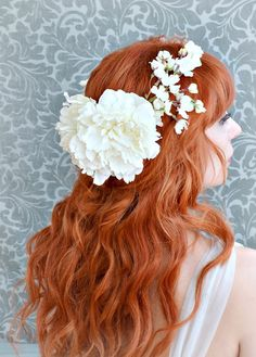 Bridal circlet wedding head piece white flower por gardensofwhimsy