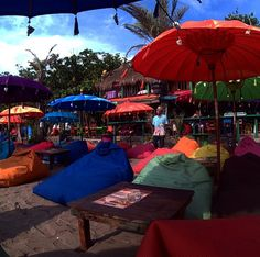 #bali #sunset #beach #bar #balisunset #balibar #beachbar #sunsetdrinks #food #drink #laplancha #laplanchabali