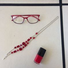 Nothing like our Venice reader in red! Style it with a chain and a nail to complete your look! Online Glasses Store, Red Style, Reading Glasses, Venice, Round Glass, Nail, Fashion, Moda, Fashion Styles