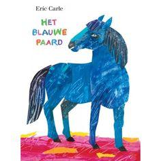 Dit is het boek waarin 70 jaar inspiratie en talent samenkomen! Eric Carle brengt in Het blauwe paard een hommage aan Franz Marc, een van de schilders die deel uitmaakten van de kunstenaarsgroep Der Blaue Reiter. Maar het is vooral een boek voor alle kunstenaars in de dop, met als subtiele boodschap dat je je niet aan regeltjes hoeft te houden. Alles kan en mag in de kunst, dus ook een blauw paard, een roze krokodil en een gele koe, zolang je maar luistert naar de kunstenaar in jezelf.