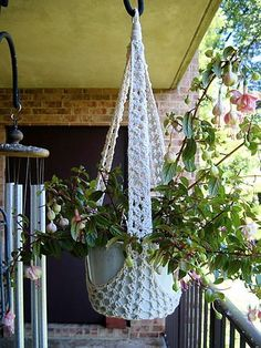 crochet plant hanger > omg I would LOVE to make this!? Maybe on YouTube?? Ill check :) |Pinned from PinTo for iPad|