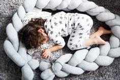 Bettschlange_selber_machen_DIY_Kinderzimmer_nestchen_babybett_zubehoer_neahen