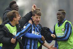 Andrea Pinamonti har fået forlænget hans kontrakt med Inter.