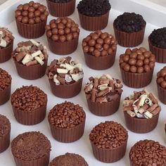 Dessert Recipes - New ideas Chocolate Shop, Chocolate Cups, How To Make Chocolate, Chocolate Truffles, Yummy Treats, Sweet Treats, Yummy Food, Mini Desserts, Dessert Recipes