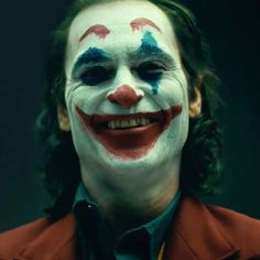 Joaquin Phoenix's 'Joker' revealed in full makeup for first time - gelbana. Art Du Joker, Joker Make-up, Joker And Harley, The Joker, Harley Quinn, Joaquin Phoenix, Maquillage Halloween, Halloween Makeup, Clown Makeup