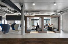 """Unique Flagstore """"het uitzendbureau van de toekomst"""" Uitzendbureau Unique voegde haar zes Amsterdamse vestigingen samen tot één flagshipstore, met een voor zowel klanten als medewerkers uitnodigend interieur. Het ontwerp is van bureau C4ID interieurarchitecten."""