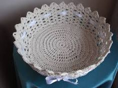 Risultati immagini per croche endurecido Crochet Bowl, C2c Crochet, Crochet Round, Thread Crochet, Crochet Stitches, Crochet Hats, Crochet Baskets, Crochet Decoration, Decoration Table