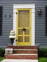 maybe not the color, but the front door will be project Cute storm door. Unique Front Doors, Yellow Front Doors, Front Door Colors, Front Door Decor, Front Porch, Painted Screen Doors, Wood Screen Door, Diy Barn Door, Diy Door
